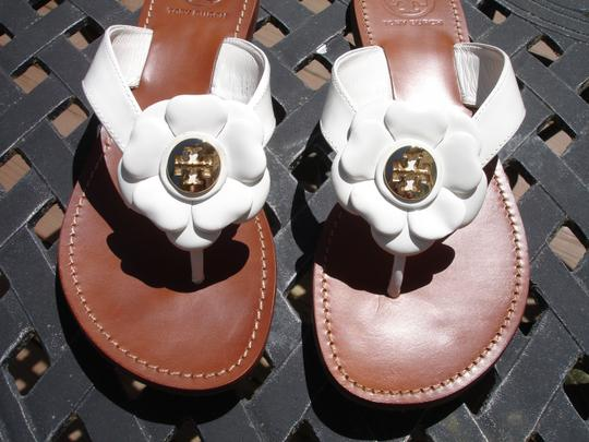 Tory Burch Thong Gold Logo Patent Leather Flats Run A Little Small White Sandals Image 1