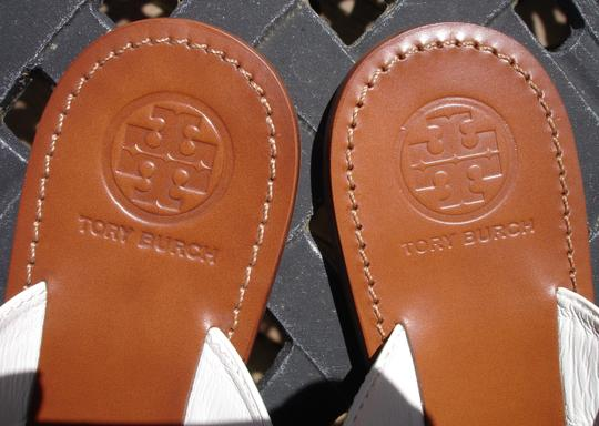 Tory Burch Thong Gold Logo Patent Leather Flats Run A Little Small White Sandals Image 2