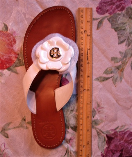 Tory Burch Thong Gold Logo Patent Leather Flats Run A Little Small White Sandals Image 3