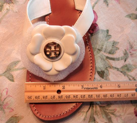 Tory Burch Thong Gold Logo Patent Leather Flats Run A Little Small White Sandals Image 4
