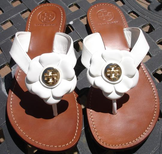 Tory Burch Thong Gold Logo Patent Leather Flats Run A Little Small White Sandals Image 5
