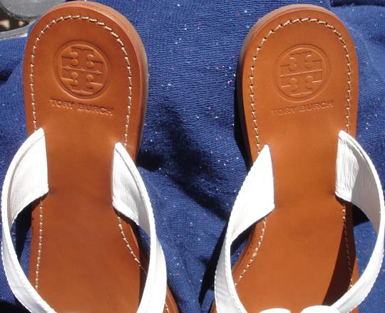 Tory Burch Thong Gold Logo Patent Leather Flats Run A Little Small White Sandals Image 7
