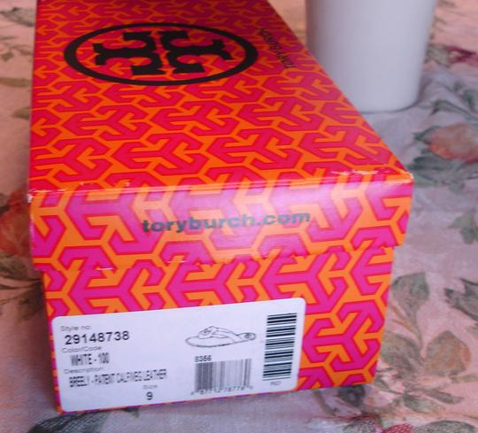 Tory Burch Thong Gold Logo Patent Leather Flats Run A Little Small White Sandals Image 8