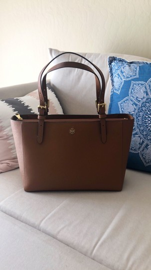 Tory Burch Tote in Camel Brown Image 1