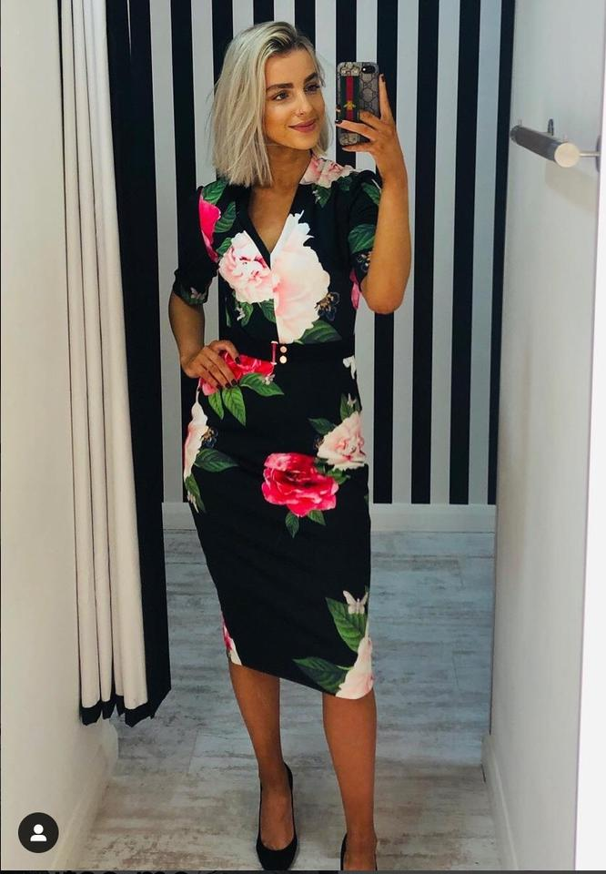 aa9bf1a082ba8f Ted Baker Gilanno Magnificent Vneck Bodycon Mid-length Cocktail Dress Size  4 (S) - Tradesy