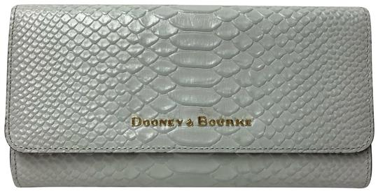 Preload https://img-static.tradesy.com/item/25188386/dooney-and-bourke-new-caldwell-clutch-python-snake-embossed-ice-blue-leather-cross-body-bag-0-3-540-540.jpg