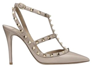 efcd6a15733 Valentino Pumps on Sale - Up to 70% off at Tradesy