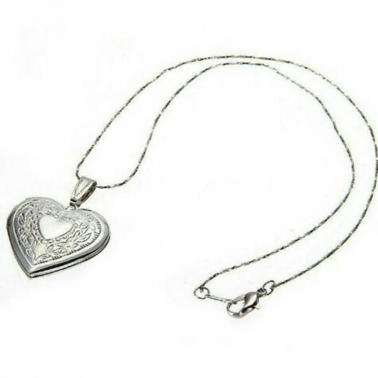 Preload https://img-static.tradesy.com/item/25192356/silver-heart-locket-necklace-0-1-540-540.jpg