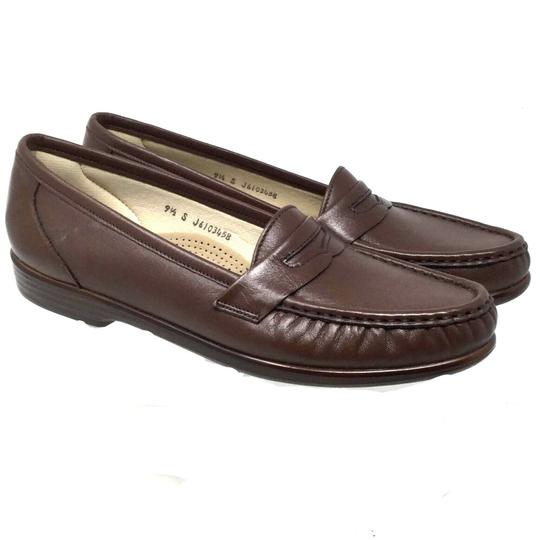 Preload https://img-static.tradesy.com/item/25192760/brown-comfort-women-s-loafers-leather-flats-size-us-95-regular-m-b-0-0-540-540.jpg