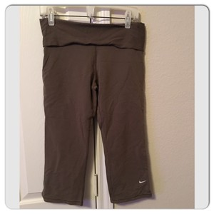 Nike Fit Dry Crops