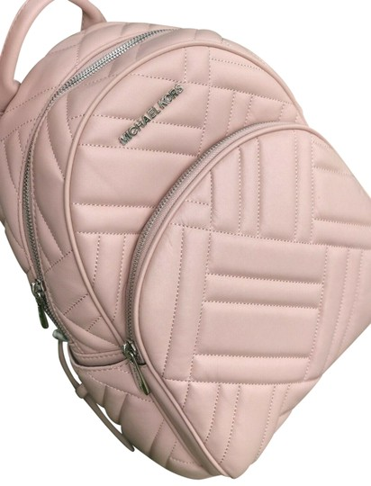 Preload https://img-static.tradesy.com/item/25192883/michael-kors-rucksacktasche-quilted-pastel-pink-leather-backpack-0-1-540-540.jpg