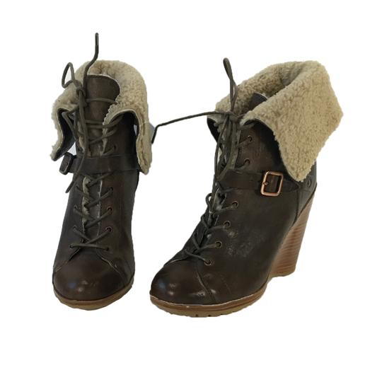 Preload https://img-static.tradesy.com/item/25193288/ugg-australia-brown-collection-caprera-leather-shearling-wedge-ankle-bootsbooties-size-us-6-regular-0-0-540-540.jpg