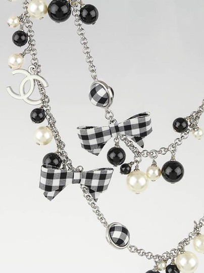 Chanel CHANEL BLACK WHITE PEARL CC GINGHAM BOW LOGO LONG NECKLACE RARE Image 2