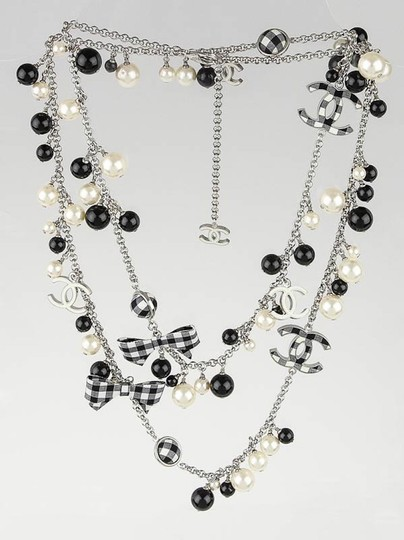 Chanel CHANEL BLACK WHITE PEARL CC GINGHAM BOW LOGO LONG NECKLACE RARE Image 9
