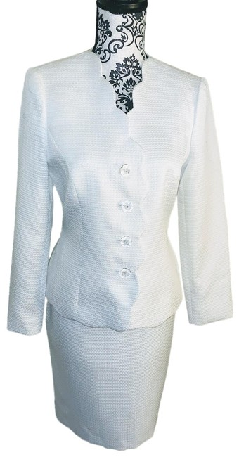 Item - Lily White 2-pc. Scalloped Textured Skirt Suit Size 6 (S)