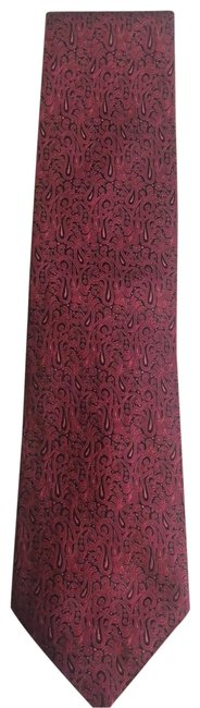 Item - Burgundy with A Background Of Dark Navy Blue London