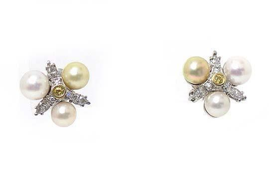 Other Diamond & Pearls 14k White Gold Floral Stud Earrings Image 1
