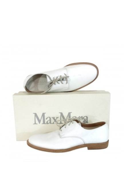 Item - White Flats Size US 7.5 Regular (M, B)