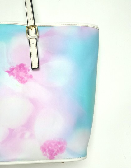 Waynorth Large Beach White Tote in Floral Image 1