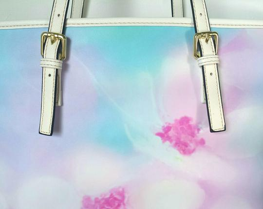 Waynorth Large Beach White Tote in Floral Image 2