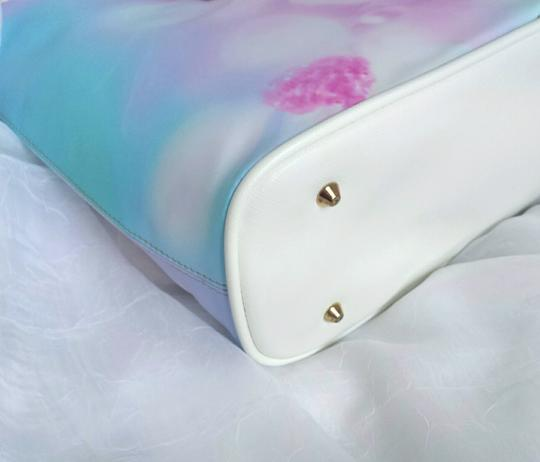 Waynorth Large Beach White Tote in Floral Image 3