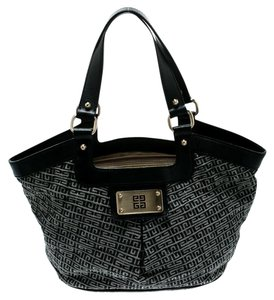 8e0d6e077a91 Givenchy Bags on Sale - Up to 70% off at Tradesy