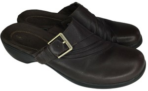 Clarks S030518-24 Brown Mules