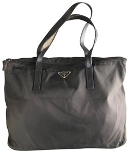 f7cd23229b40 Prada Bags on Sale - Up to 70% off at Tradesy