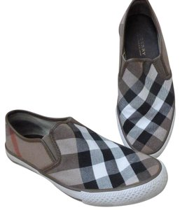 9069913743e Burberry Flats - Up to 70% off at Tradesy