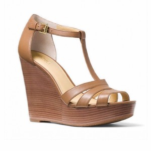 88a918a738e Michael Kors Wedges - Up to 70% off at Tradesy