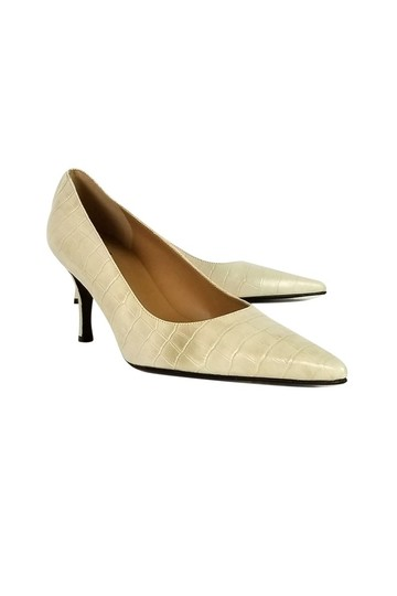 Preload https://img-static.tradesy.com/item/25212018/stuart-weitzman-cream-pumps-size-us-95-regular-m-b-0-0-540-540.jpg