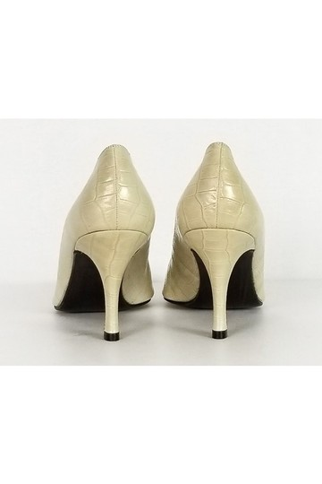 Stuart Weitzman Embossed Heels Cream Pumps Image 3