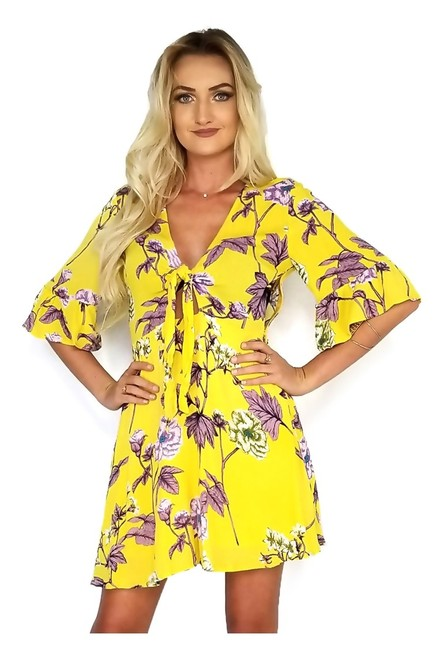 Preload https://img-static.tradesy.com/item/25213845/yellow-short-casual-dress-size-8-m-0-0-650-650.jpg