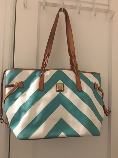 Preload https://img-static.tradesy.com/item/25214323/dooney-and-bourke-large-bags-no-stain-or-rip-blue-and-white-tote-0-0-540-540.jpg