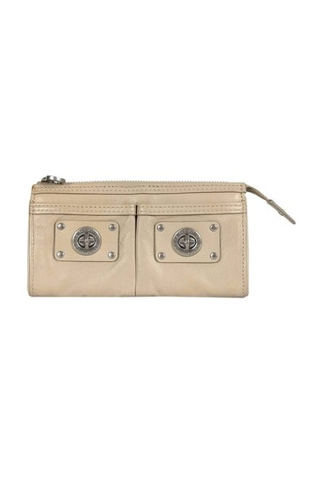 Preload https://img-static.tradesy.com/item/25214439/marc-by-marc-jacobs-wallet-0-0-540-540.jpg