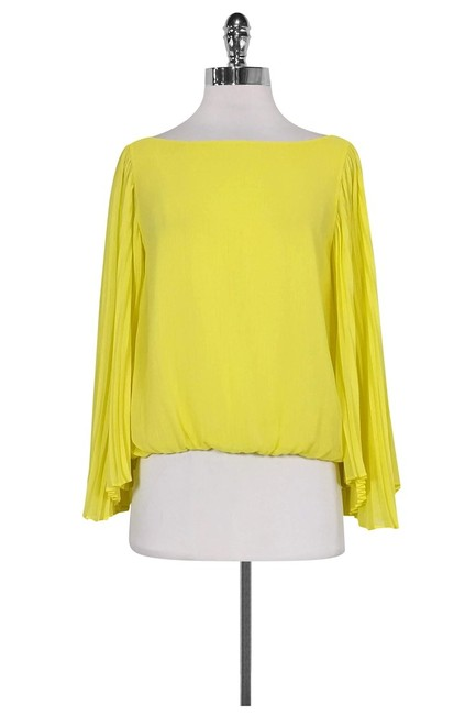 Item - Yellow Activewear Top Size 4 (S)