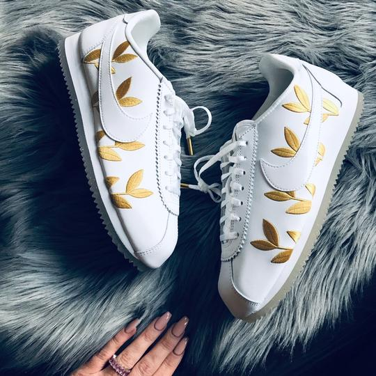 Nike white and gold Athletic Image 6