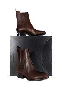 Alexander Wang Anouck Leather Chelsea brown Boots