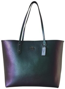 Coach Tote in hologram