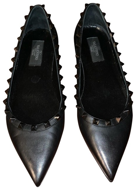 Item - Black Garavani Rockstud Flats Size US 7.5 Regular (M, B)