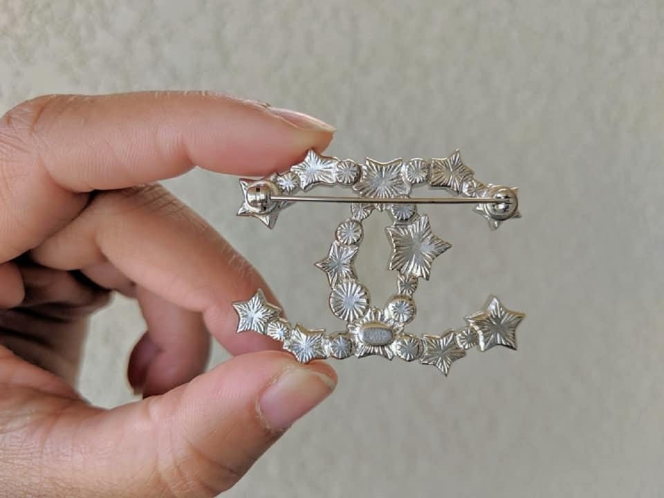010a87543f8 Chanel CHANEL Silver Star Resin Pearl Large CC Brooch Image 4. 12345