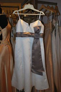 Badgley Mischka Ivory/Taupe Satin 950207 Formal Bridesmaid/Mob Dress Size 6 (S)