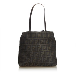 7b881122a1b7 Fendi Totes on Sale - Up to 70% off at Tradesy