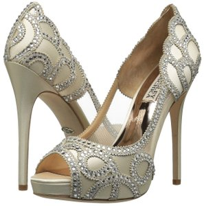 Badgley Mischka Ivory Witney Crystal Embellished Pumps Size US 10 Regular (M, B)