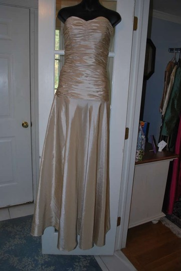 Badgley Mischka Champagne Tissue Taffeta 950209 Formal Bridesmaid/Mob Dress Size 8 (M)