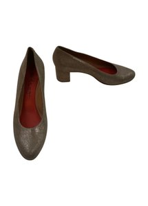Pas de Rouge Nwob New Without Box Metallic Taupe Pumps