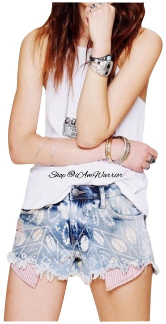 Item - Blue Off White Red Boho Bleach Pattern Distressed Shorts Size 6 (S, 28)
