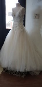 Enzoani Ivory/Beige Lace and Tulle Bt 1910 Formal Wedding Dress Size 6 (S)