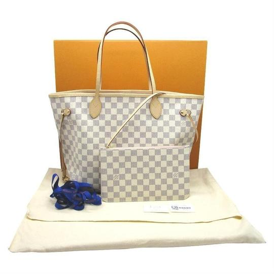 Louis Vuitton Tote in white Image 2
