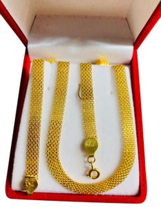 "18K Saudi Gold Necklace 16"" Long 18k Saudi Gold Necklace With 16"" chain Long"